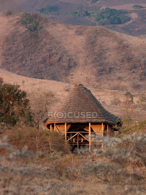 Hütte Unterkunft auf ein Eco-Tourist-Campingplatz — Stockfoto