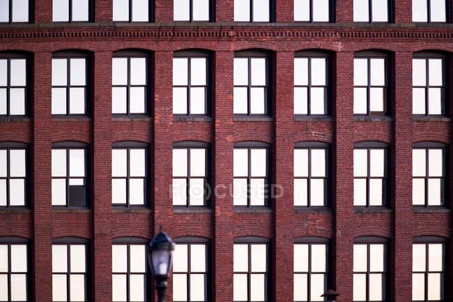 Apartment building facade, new york city — Stock Photo