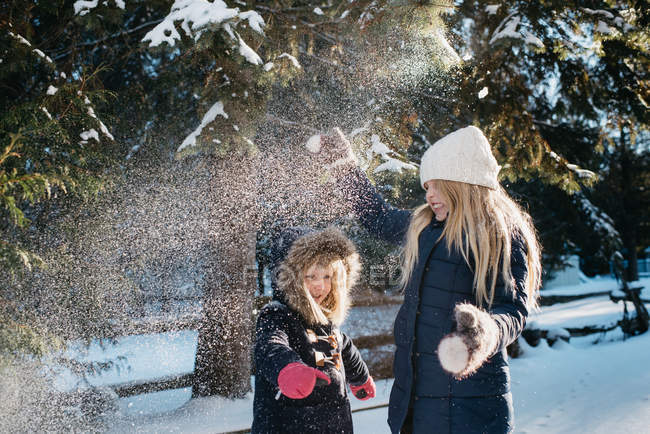 Sisters playing in the snow — Stock Photo