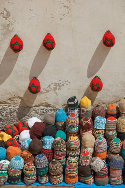 Gestapelte Hüte zum Verkauf Shop — Stockfoto