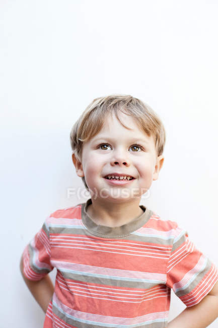 Retrato de um menino sorridente — Fotografia de Stock