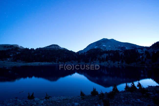 Озеро и гора Ланг — стоковое фото