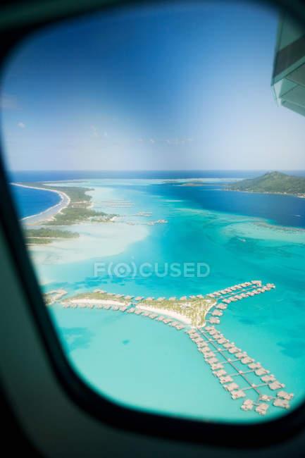 Avião sobre ilhas da sociedade — Fotografia de Stock