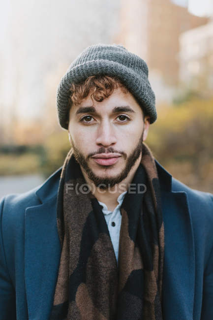 Giovane uomo in park, Boston, Massachusetts, Stati Uniti — Foto stock