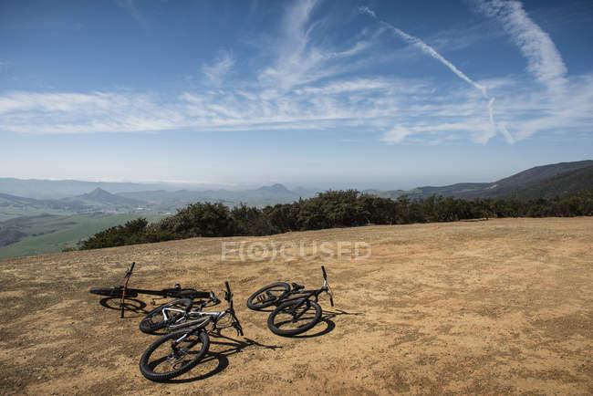 Велосипеди на пагорбі, Сан-Луїс-Обіспо, штат Каліфорнія, Сполучені Штати Америки — стокове фото