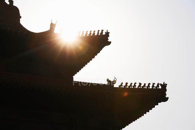 Силует даху китайський будівлі, Пекін, Китай — стокове фото