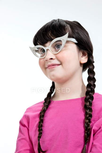 Porträt eines Mädchens mit Retro-Brille — Stockfoto