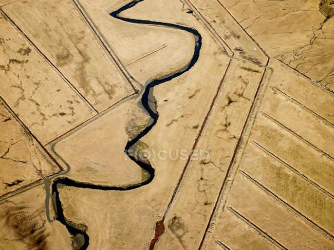 Vue sur champs et rivière — Photo de stock