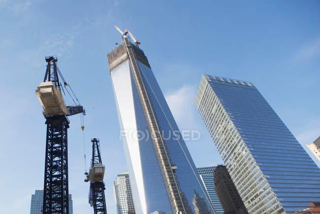 Під кутом зору хмарочосів Нью-Йорк, Сполучені Штати Америки — стокове фото