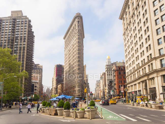 Фронтальний вид плоского заліза, будівництво, Нью-Йорк, США — стокове фото