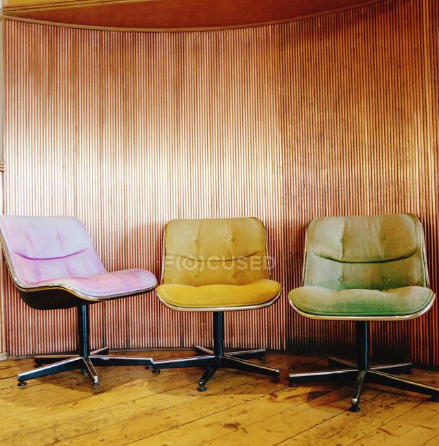 Três cadeiras retrô — Fotografia de Stock