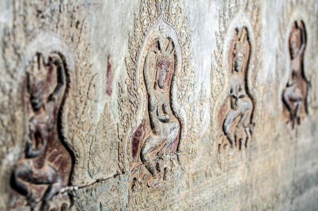 Carvings of dancers in Angkor Wat, Siem Reap, Cambodia — Stock Photo