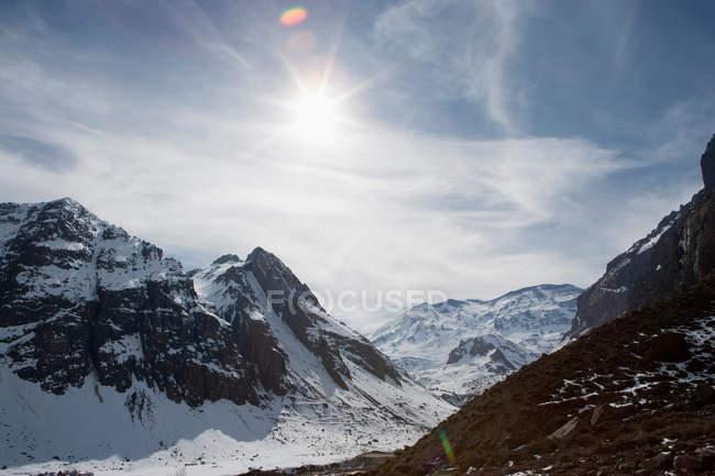 Вид на заснеженные горы — стоковое фото