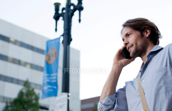 Man on his way to work, using cellphone — Stock Photo
