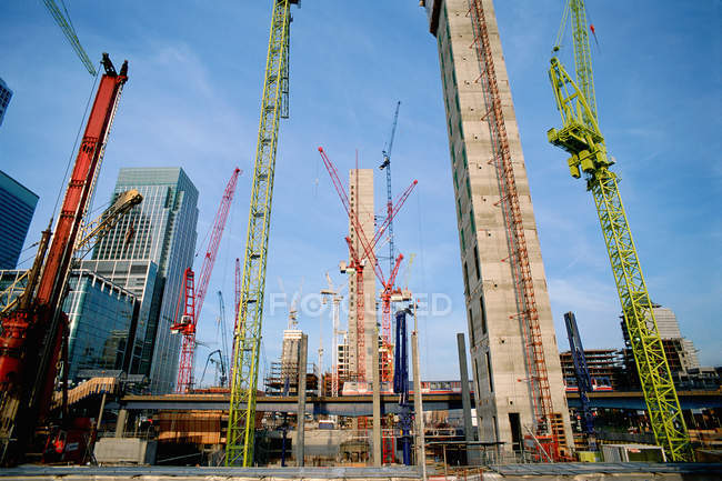 Frontal view of Cranes on Canary Wharf site — Stock Photo