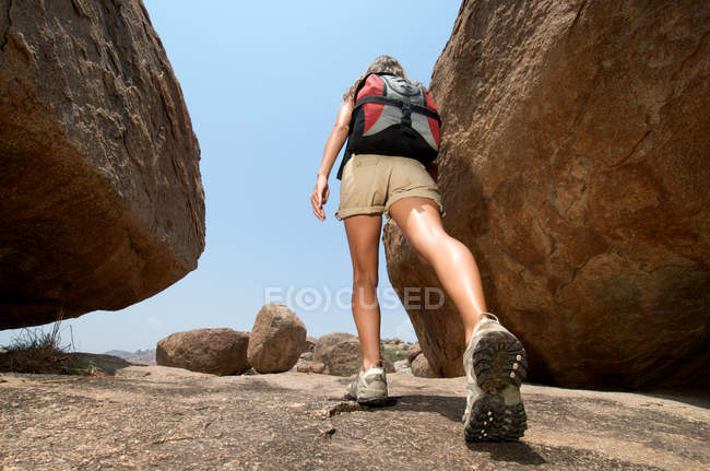 Back view of Woman hiking in rocky terrain — Stock Photo
