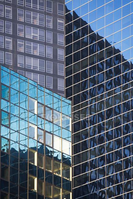 Blick auf Wolkenkratzer in New York City, Vereinigte Staaten von Amerika — Stockfoto