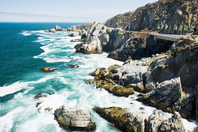 Rocky coast and pacific ocean — Stock Photo
