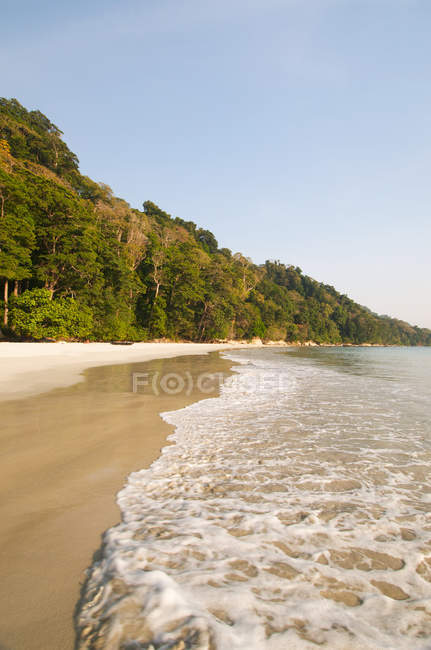 Tranquil beach scene — Stock Photo
