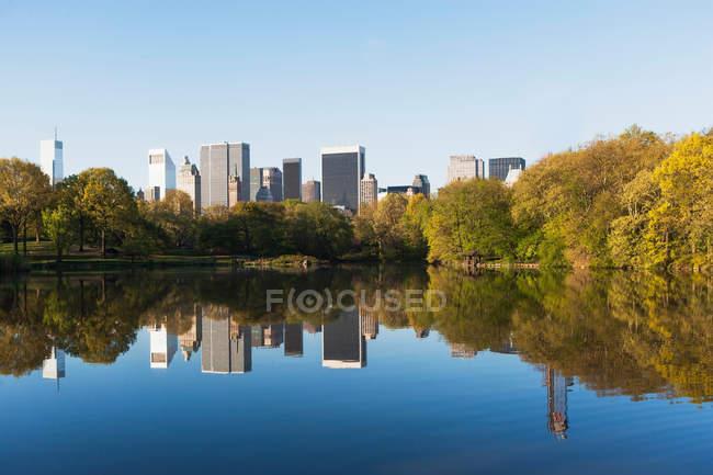 Lago en Central Park - foto de stock