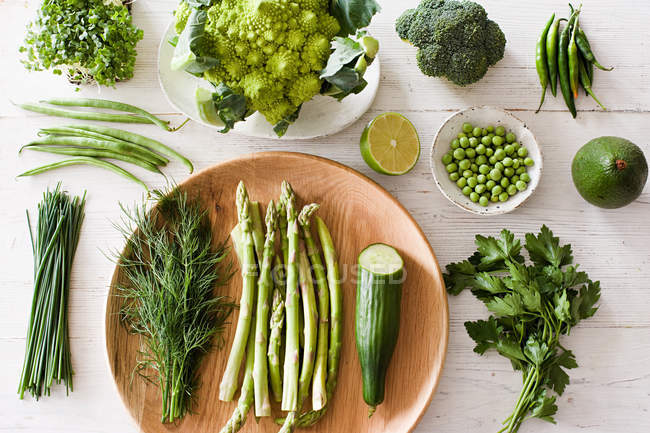 Green vegetables on plate — Stock Photo