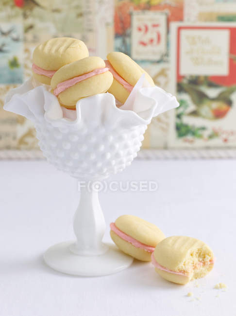Чаша печенья с макароном — стоковое фото