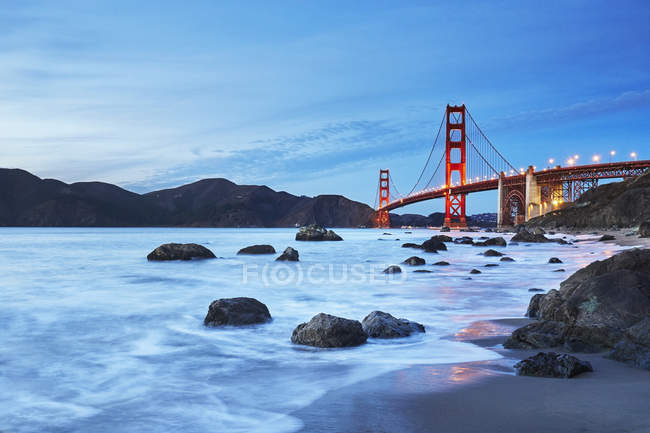 Golden Gate Bridge ao pôr-do-sol, San Francisco, Califórnia, EUA — Fotografia de Stock