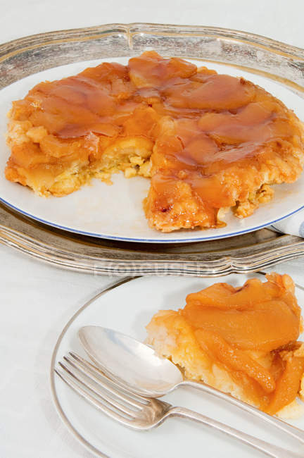 Tarte tatin on table — Stock Photo