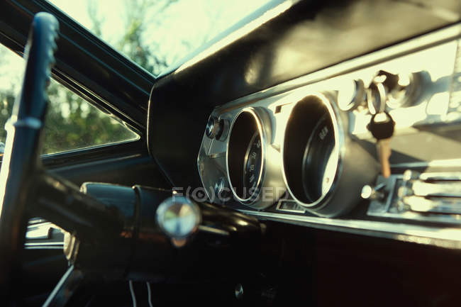 Cruscotto Cadillac vintage al tramonto — Foto stock