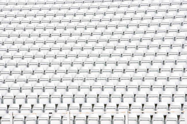 Порожній стадіон сидінь, повний кадр анотація постріл — стокове фото