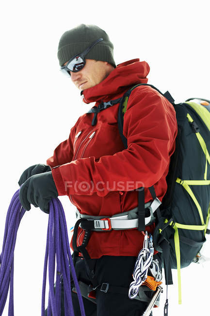 Mountaineer preparing climbing ropes — Stock Photo