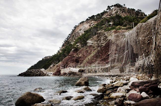 Malerischer Blick auf Meer und Felsen, Mallorca, Spanien — Stockfoto