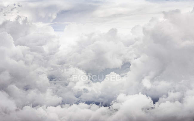View of fuffy Clouds in overcast sky — Stock Photo