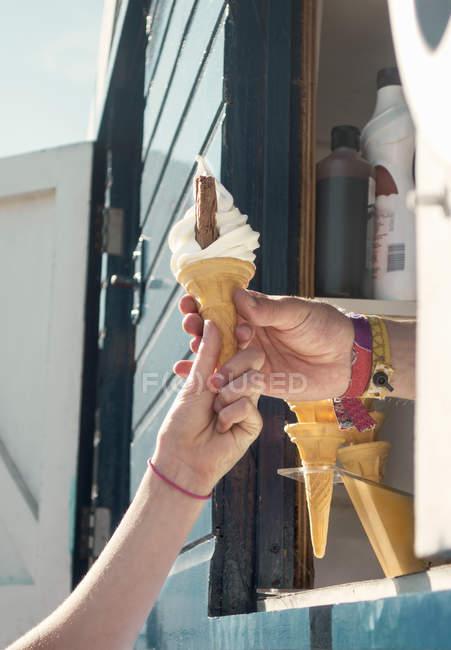 Куповані подання постачальника вручення клієнтів морозива — стокове фото