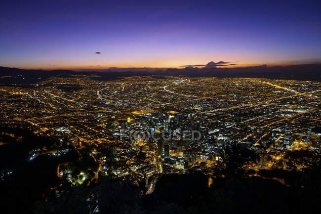 Vue aérienne de la ville de Bogota la nuit, la colombie — Photo de stock