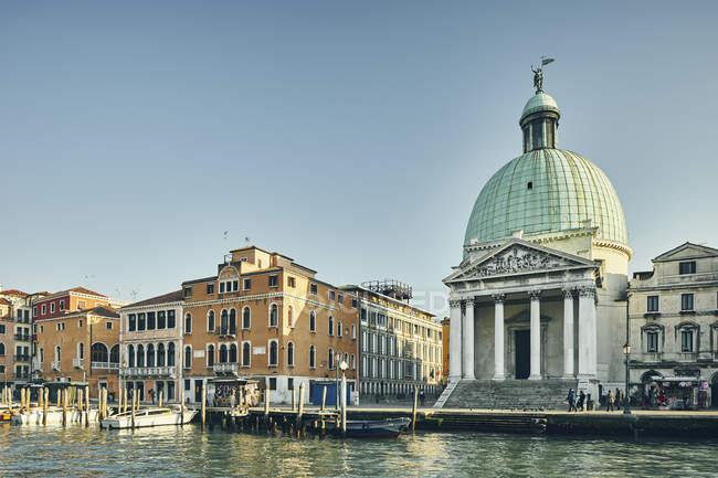 Church of San Simeone Piccolo on waterfront, Venice, Italy — Stock Photo