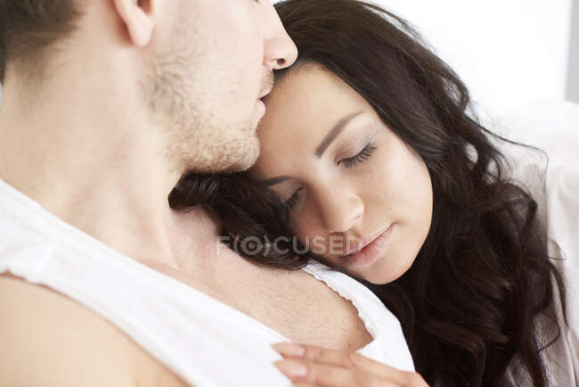 Close up of young woman asleep on boyfriends shoulder — Stock Photo