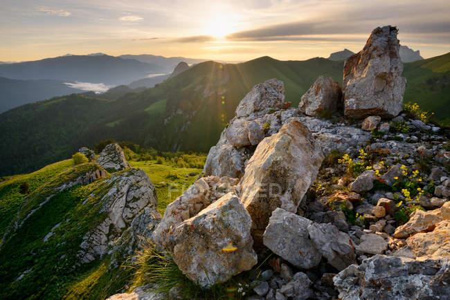 Paysage accidenté, Parc naturel Bolshoy Thach, Montagnes Caucasiennes, République d'Adygea, Russie — Photo de stock