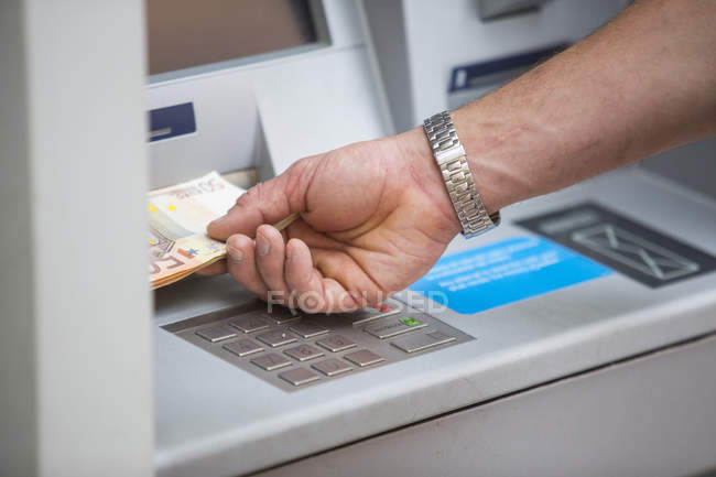 Man withdrawing cash from cash machine — Stock Photo