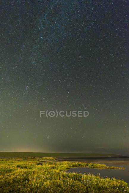 Дейка та mudflats на острові Ameland, Waddensea, Фрісландія, Нідерланди — стокове фото