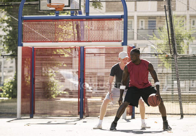 Two male basketball players practising on basketball court — Stock Photo
