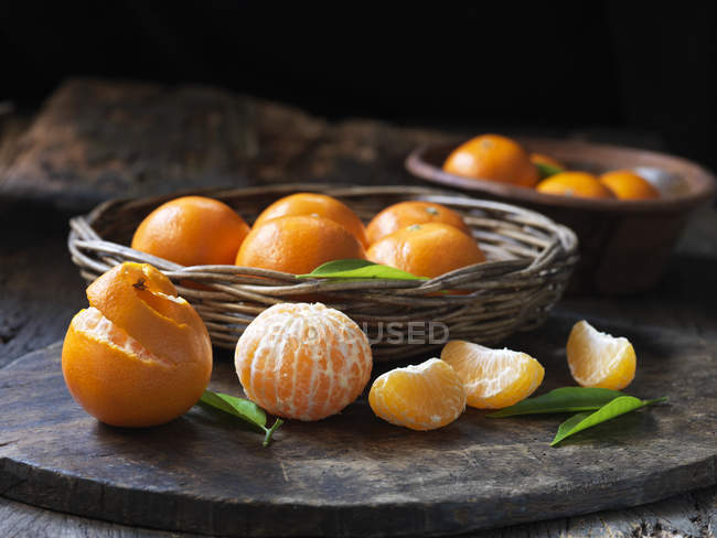 Fresh organic seedless tangerines with leaves — Stock Photo