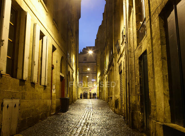 Cobbled street at night, Bordeaux, France — Stock Photo