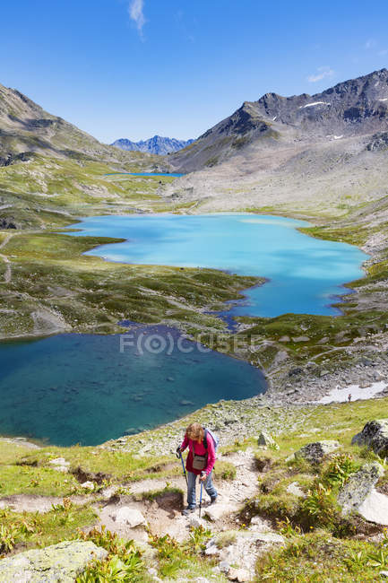 Vista panoramica dell'escursionista in montagna, Davos, Svizzera — Foto stock
