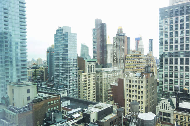 Elevated view of rooftops and skyscrapers, New York, USA — Stock Photo