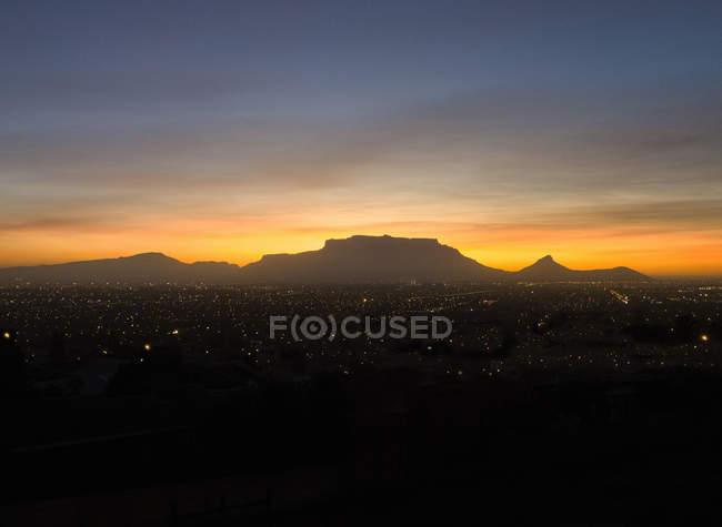 Blick über Kapstadt Tafelberg bei Sonnenuntergang, Südafrika — Stockfoto