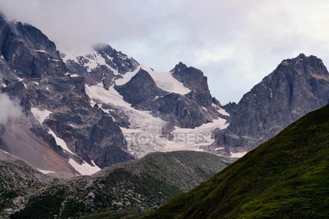 Snowcapped гори, Кавказу, Грузії, Сванеті — стокове фото