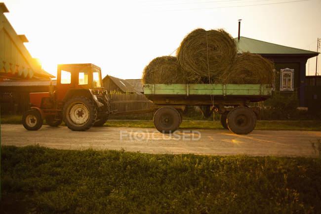 Wagon load of bales of hay, Sarsy village, Sverdlovsk region, Russia — Stock Photo