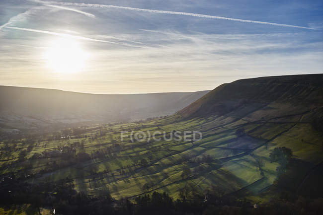 Blick auf Tal bei Sonnenaufgang, Hope Valley, Peak District, Uk — Stockfoto