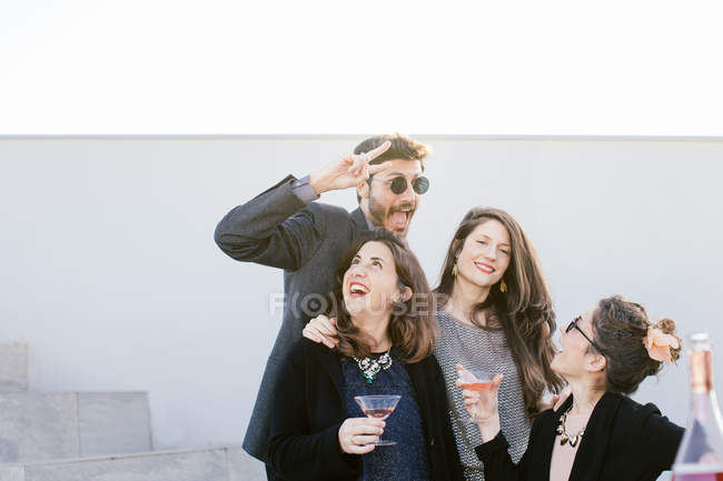 Group of friends fooling around at party at rooftop — Photo de stock